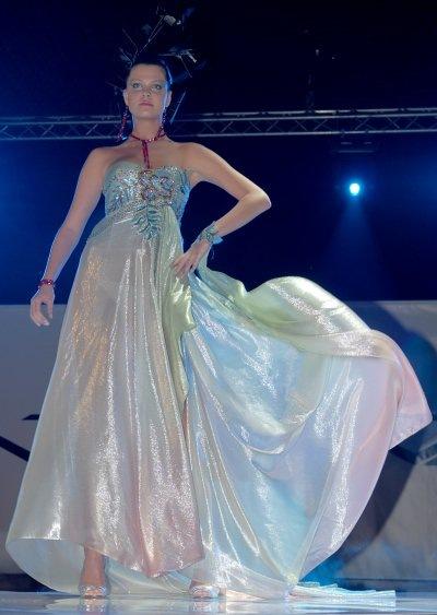 бални-рокли